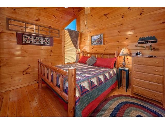 Gorgeous Cabin With A Great View in Sevierville, TN