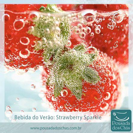 Você sabia que também pode-se fazer drinks refrescantes com infusão de ervas de chá?  O Strawberry Sparkle, a bebida desse verão, leva espumante, infusão de hortelã-pimenta, morangos e gelo. Garanto que é uma boa pedida nestes dias de verão que se aproximam. Anote aí a receita:   Ingredientes:  300 ml de espumante 200 ml de infusão de hortelã-pimenta 200 g de morangos picados Cubos de gelo  Preparo: Misture todos os ingredientes, sirva e divirta-se!