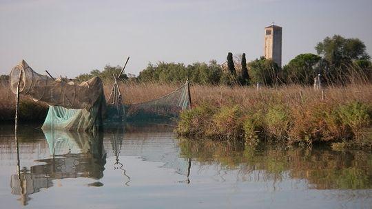 Kajaktour Venedigs geheime Wasserwege    Marschen, Klöster und verlassene Wehranlagen: Wer mit dem Kajak durch die Kanäle paddelt, dem erschließt sich Venedigs Wasserwelt auf ungeahnte Weise neu.