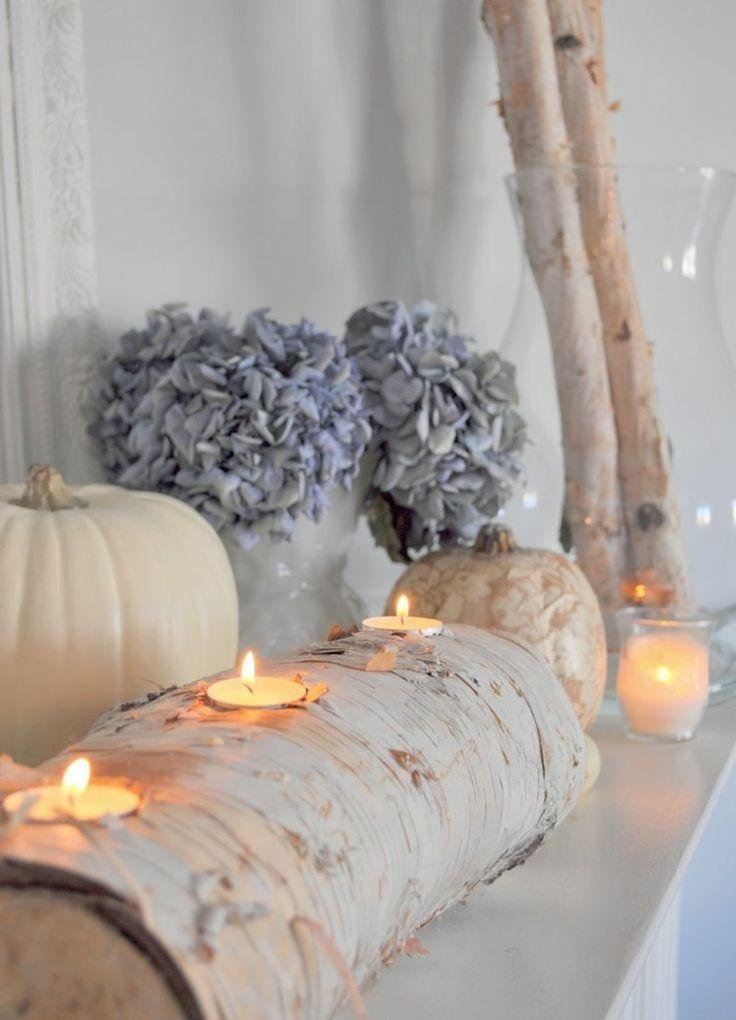birkenstamm-deko-teelicht-halter-weisse-kuerbisse-getrocknete-hortensien