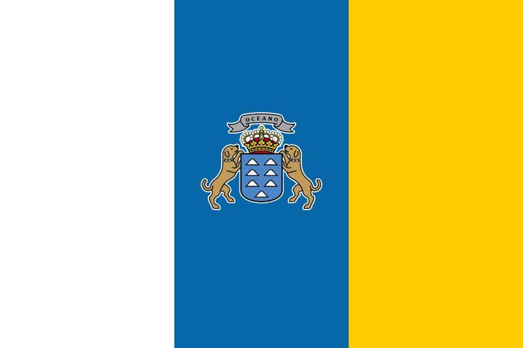La bandera de las Islas Canarias fue adoptada en 1982. En esta bandera hay un escudo ofcicial en el centro pero en realidad no es amparado por legislación oficial.