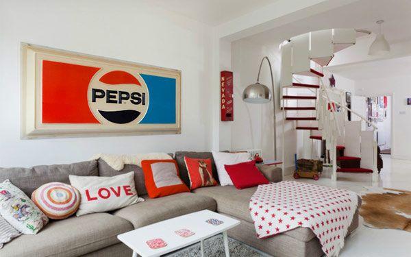 ビンテージ×北欧モダン 』、大人な空間のコンパクト・ロフト部屋 in ... レッド × ホワイト、レトロモダンなユニオンフラッグ部屋 in イギリス