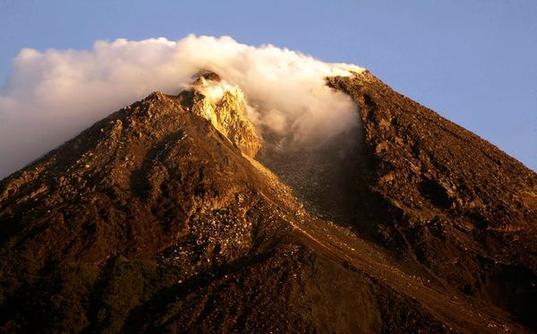 Volcano Eruption in Indonesia Today | ... indonesia-mount-merapi-volcano-eruption-world-science-pictures-photos
