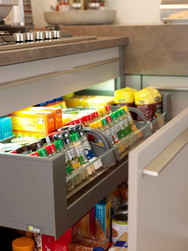 Leer hoe je meer opbergruimte in de lades kunt creëren met lade-indelingen.