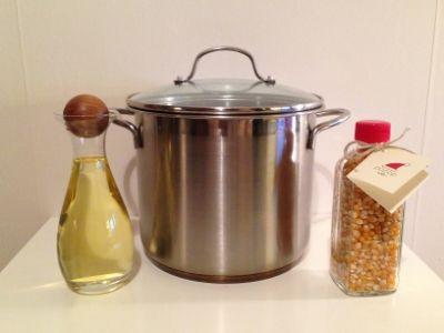 Olja kastrull och popcorn