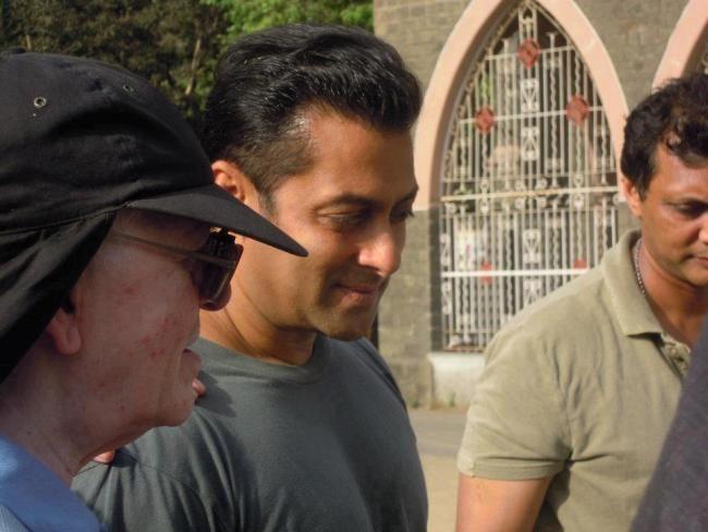 2002 के हिट एंड रन केस में आरोपी फिल्म अभिनेता सलमान की मुश्किलें बढ़ गयीं हैं । सलमान खान के खून की जांच के बाद इस बात की पुष्टि भी हो गई है कि जिस समय यह दुर्घटना हुई, उस समय वह नशे में थे। हिट एंड रन मामले में सलमान की गाड़ी से एक व्यक्ति की मृत्यु हो गई थी और 4 अन्य लोग घायल हो गए थे