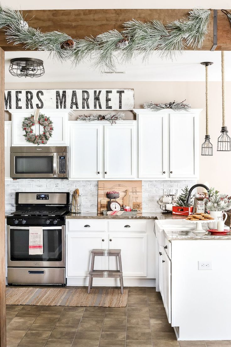 Awesome 60 Affordable Farmhouse Kitchen Ideas on A Budget https://decorapatio.com/2017/06/18/60-affordable-farmhouse-kitchen-ideas-budget/