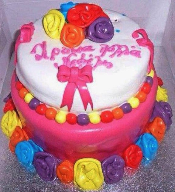 An astonishing to storey cake with a vanilla and lemon filling and an impressive, colorful decoration with sugar paste.