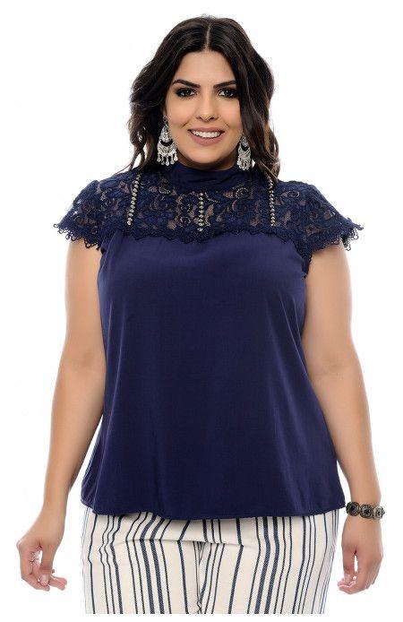 10308d085e Blusa plus size azul marinho de decote redondo com renda e bordado de  pedrarias ao redor