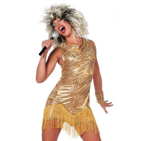 Dit sexy Tina jurkje heeft een goud met lichtbruin luipaarden printje en valt tot net over de heupen. Overlapt vanaf de heupen met goudkleurige slierten zodat het lijkt alsof de jurk nog korter is! Het jurkje bestaat uit 1 deel. De Tina jurk zorgt misschien niet dat u kunt zingen, maar geeft u wel de glamour uitstraling van een wereldberoemde zangeres! De bijpassende pruik kunt u ook bij ons vinden.