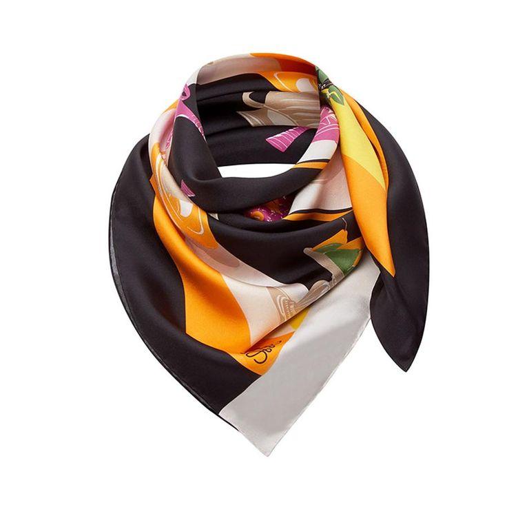 Un pañuelo que se convetirá en tu complemento perfecto, como este de Loewe (Precio: 350 euros).