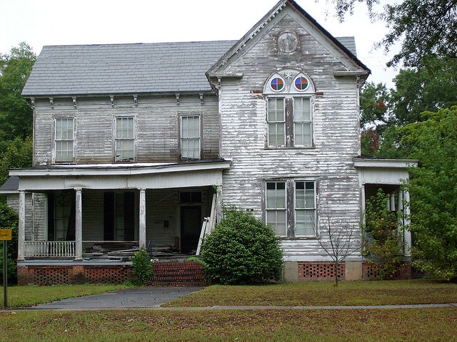 Old Victorian Farmhouse in Hawkinsville, Georgia