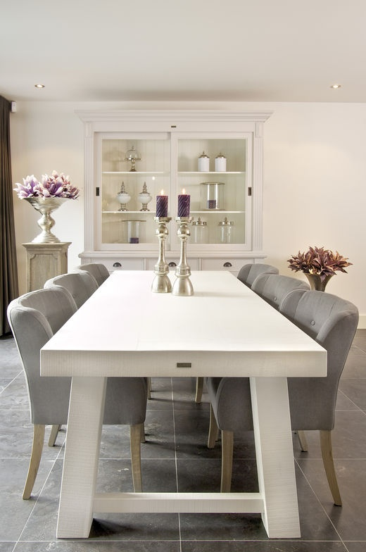 White Wooden Country Chic Batn Style Table And Chairs.