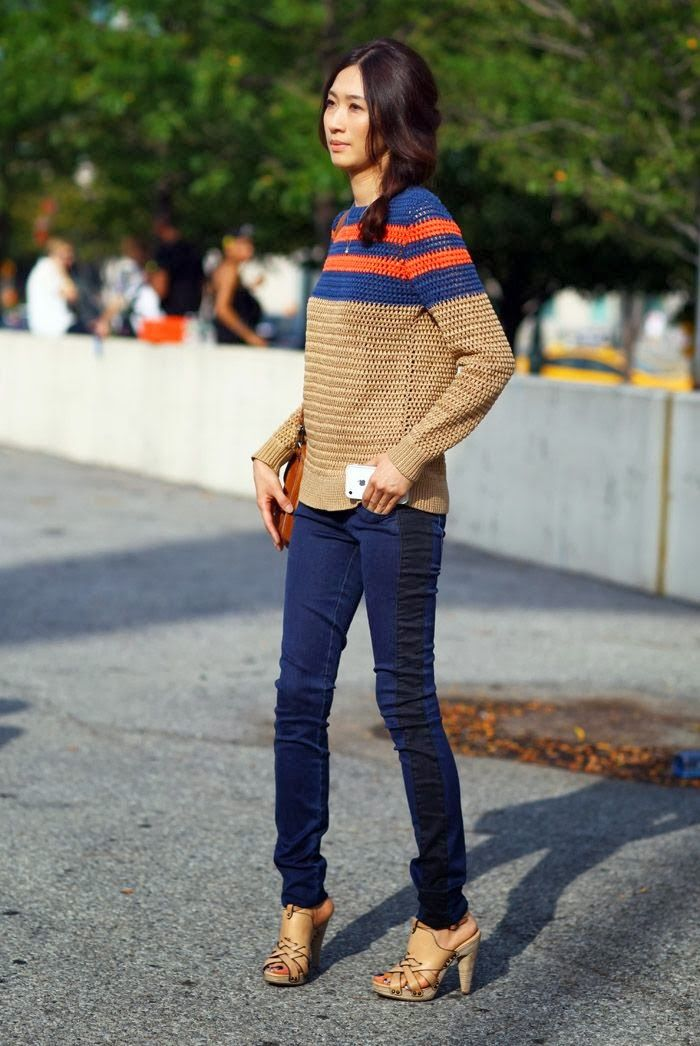 CASUAL[spring]: beige jumper with contrast red and blue stripes; rinse jeans