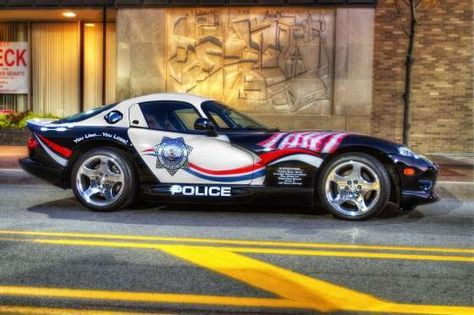 2000 DODGE VIPER, UNITED STATES In 2007, Illinois police apprehended a man and his 2000 Dodge Viper for speeding. The Viper, capable of reaching speeds of 180 mph (290 kmph), was subsequently converted into a patrol car.