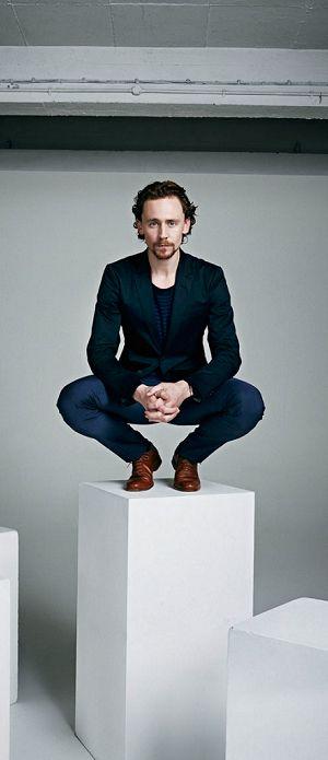 Tom Hiddleston by David Venni. Full size: http://i.imgbox.com/BNoS70zL.jpg. Source: Torrilla