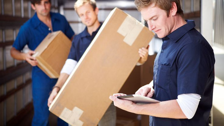 If you're looking to save money during your move, should you hire hourly or flat-rate movers? Here's how to decide.