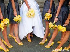 oformlenie-svadby-v-zheltom-cvete-podruzhki-nevesty