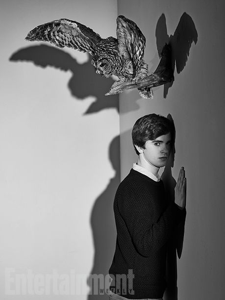 'Bates Motel' Goes Full 'Psycho': A Photo Homage | 'BATES MOTEL' HOMAGE: Freddie Highmore as Norman | EW.com