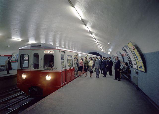 Metro (Biblioteca da Fundação Calouste Gulbenkian).