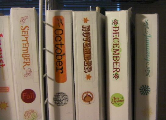 Holiday Binders : keep all your favorite activities, decorating ideas, recipes, etc. for each month/holiday organized in sheet protectors inside binders.
