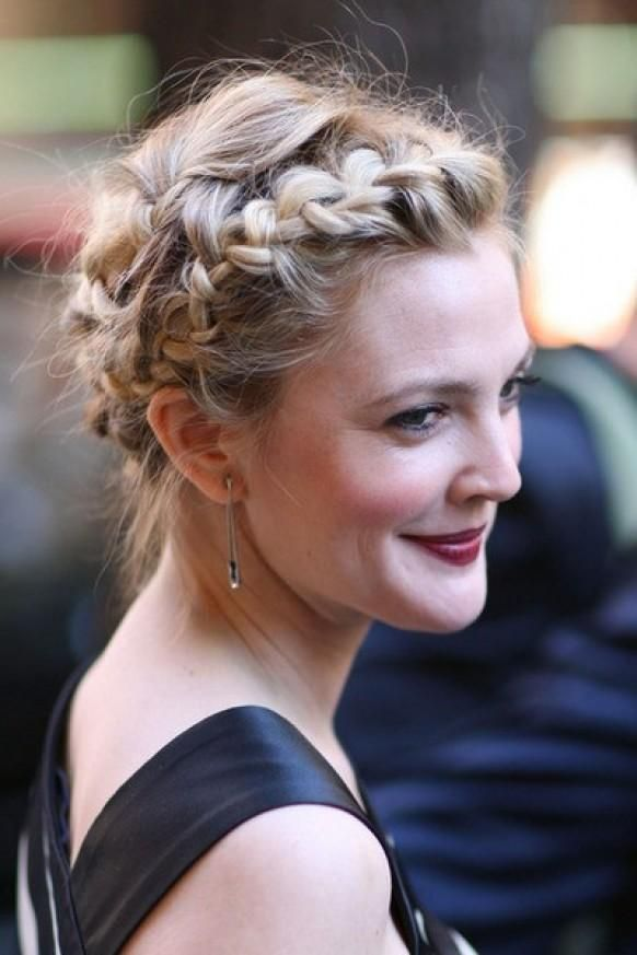 Weddbook ♥ Sleek wedding Halo Braid. Wedding hairstyles for long hair. Vintage wedding updo. Country and rustic wedding hairstyle. Drew Barrymore french braid. Celebrity hairstyle. celebrity country rustic blonde updo vintage braid