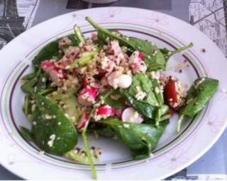 Salade Détox par Marion : http://www.fourchette-et-bikini.fr/recettes/recettes-minceur/salade-detox-par-marion.html