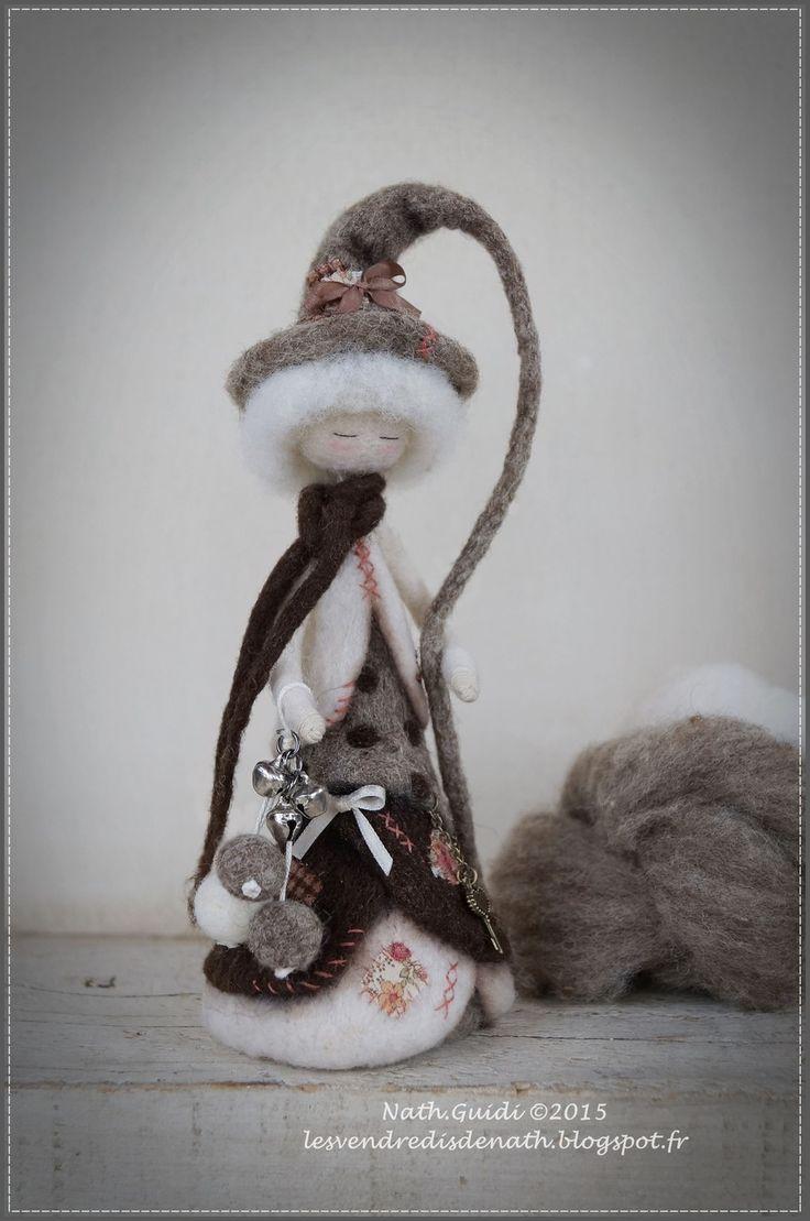Statuette fée en laine cardée feutrée nuance nature : Accessoires de maison par les-vendredis-de-nath