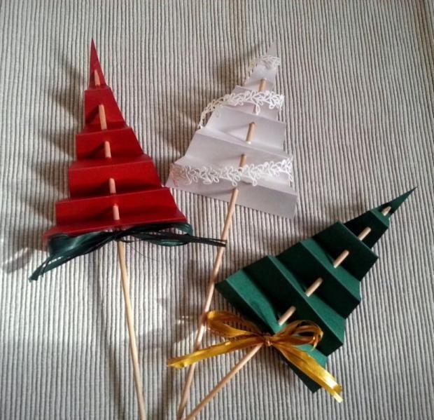 Jednoduché papierové vianočné stromčeky. Autorka: Dzenuska. Vianoce, vianočné dekorácie, advent. Artmama.sk