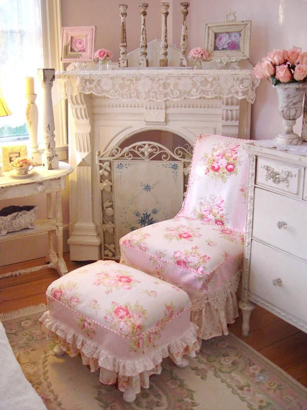 In addition to lace, delicate floral patterns are all but a requirement in shabby chic designs. Traditional shabby chic decorators prefer different shades of demure pink roses when it comes to their fabric choices.