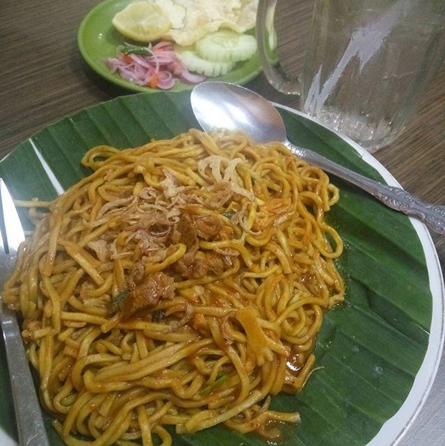 "This is ""The real acehnese noodle"" from a legend acehnese noodle restaurant in banda aceh.  What I knew about this dish is, acehnese noodle or mie aceh is a dish that blend the local flavours with the flavours of China and Hindia (India). So, bon appetit all😁 . . . . #traditional #culinary #food #aceh #bandaaceh #indonesia #makan #kuliner #delicious #noodle #makanan #foodlovers #foodporn #foodie #laper #hungry #yummy #instaindo #instagram #instafood #china #india #history #blend  Yummery…"