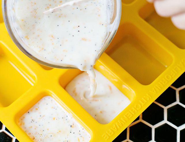 InicioSabonete artesanalReceita de Sabonete Artesanal de Toranja Receita de Sabonete Artesanal de Toranja  8 Comentarios         Fazer sabonete artesanal é uma terapia e uma excelente fonte de renda. Mas, para vender  bastante e não enjoar dos produtos, é importante sempre testar uma nova receita de sabonete. Para que você possa diversificar a sua produção,vamos mostrar como fazer sabonete de grapefruit, fruta que também é conhecida pelo nome de toranja.  Você vai querer fazer esse…