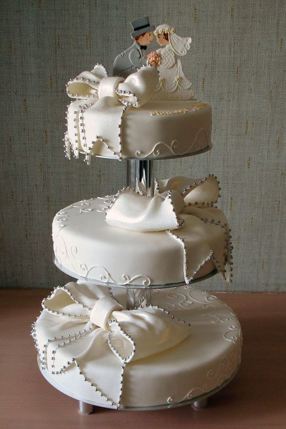 Pearls & Bows Cakes