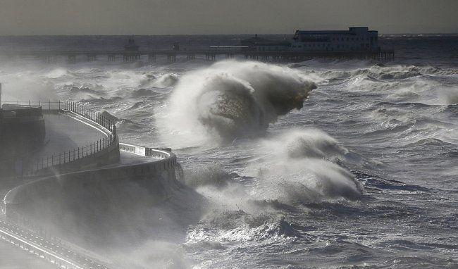 První bouře, jež zasáhla Británii, dostala jméno Abigail. Vítr burácel silou 135…