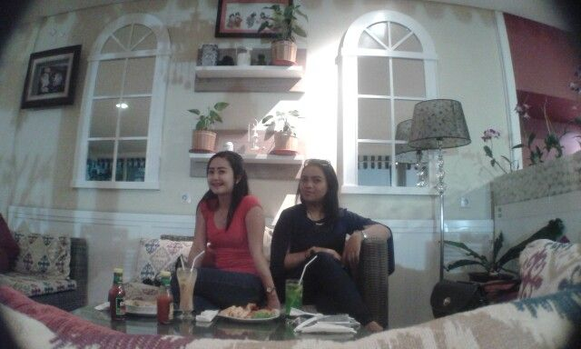 Meetup with my best friend Sweet Home Cafe & Resto di Bandung, Jawa Barat