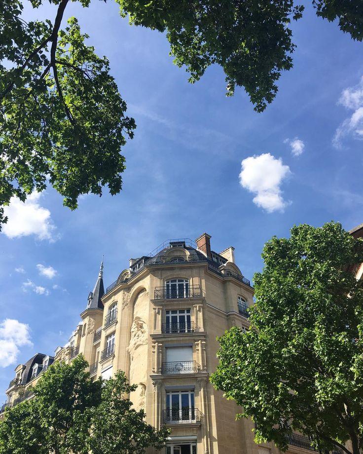 Une belle journée qui s'achève à Paris  Pleine de soleil pour @garyalia & Shirley  #parisjetaime #perfectdayforawedding