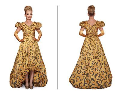 Costume: Adele from Die Fledermaus, 2012   Eir Inderhaug / Mari Erik Moen / Lina Jonsson. Str. 38 (height 1.70)    Silk printed on Opera, tulle and long gloves.   The dress can be sewn to size. 40-42 and into the stands. 36.    There are two costumes of this model, see 105539-12