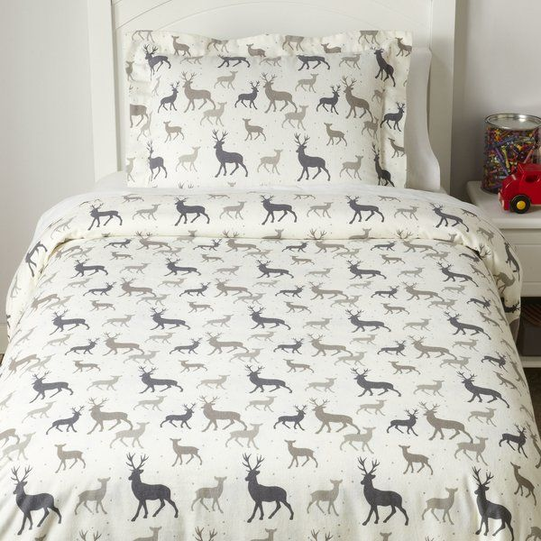 Silhouettes of mama, papa, and baby deer give this duvet set a kid-friendly lodge look.