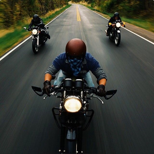 siouxzenkang: Aaron Brimhall (@aaronbhall) posts some of the sickest riding pictures on Instagram. This latest one is making the midweek hump more difficult than usual. #motorcycle #fuckworkletsride by stevewest http://ift.tt/1wohyVe