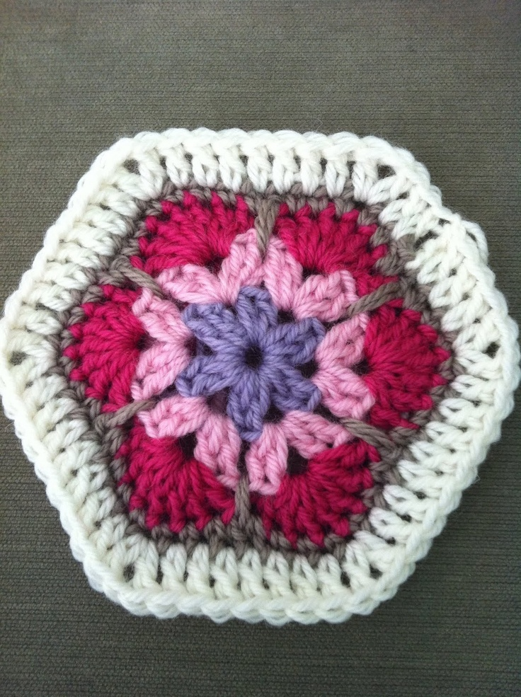 frills & spills: African flower: Crochet Flower, Crochet Africans Flower, Crochet Projects, Flower Tutorials, Pattern, Color, Granny Squares, African Flowers, Step By Step