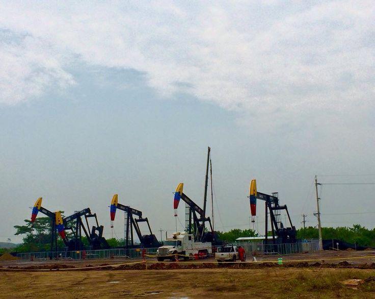 Machines en producción de petróleo  Barrancabermeja,Santander, Colombia