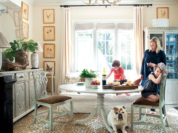 Instead of a formal dining room  this dinner spot works well for  entertaining  family. Best 25  Family dining rooms ideas on Pinterest   French buildings