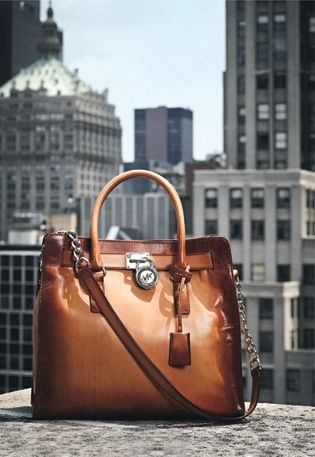 How To Wear : Michael Kors' Hamilton Tote