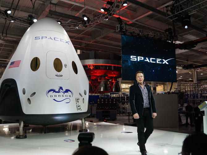 SpaceX unveils Dragon V2, its first manned spacecraft
