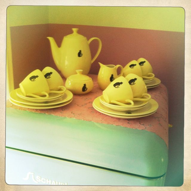 My yellow Le Chat Noir china from P. Regout Maastricht on the light blue Schaub Lorenz fridge <3 @cugeltje