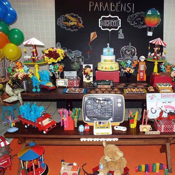 Festa super bacana com tema Brinquedos Vintage, adorei! Por @detalhesdeeventos  #kikidsparty