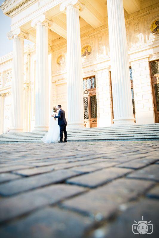 """Şedinţa foto premergătoare nunţii va scuti fotograful de nuntă şi pe miri de pierderea de timp preţios înainte şi în timpul marelui eveniment. Toată lumea implicată va şti ce are de făcut pentru că """"repetiţiile"""" au avut deja loc. Pentru o şi mai bună organizare, videograful poate, de asemenea, participa la şedinţa foto de logodnă pentru a afla preferinţele viitorilor miri şi a-i cunoaşte mai bine.  #Oferta #foto #video #nunta #Bucuresti"""