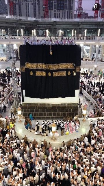 The Changing Covering Of Kaabah On 10th Dhul Hijjah 2015. ~Amatullah♥