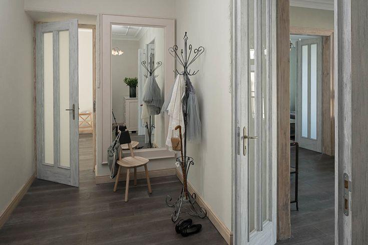 Apartament na Mokotowie – hall. Foto: Rafał Nebelski | tryc.pl #hall #projektowanie #korytarz #mirror