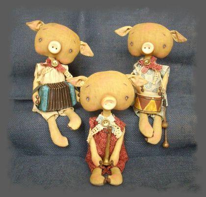 Scented handmade dolls.  Fair Masters - handmade Three Little Pigs.  Handmade.